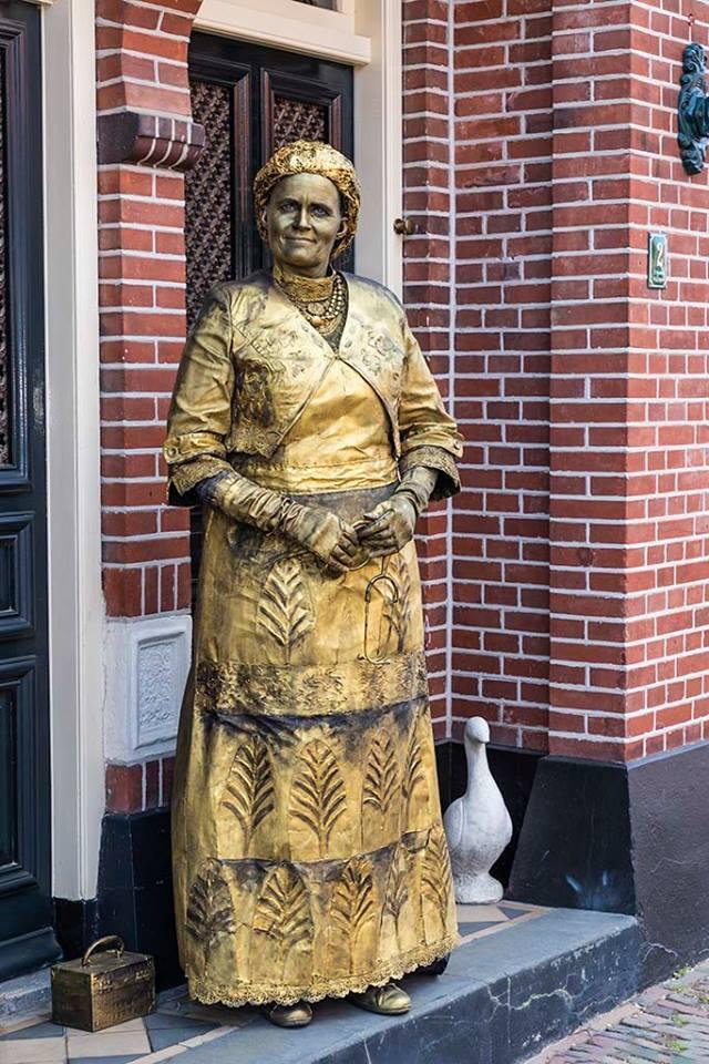 Aletta H. Jacobs levend standbeeld