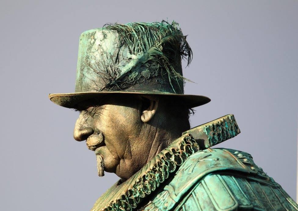 living statue koning