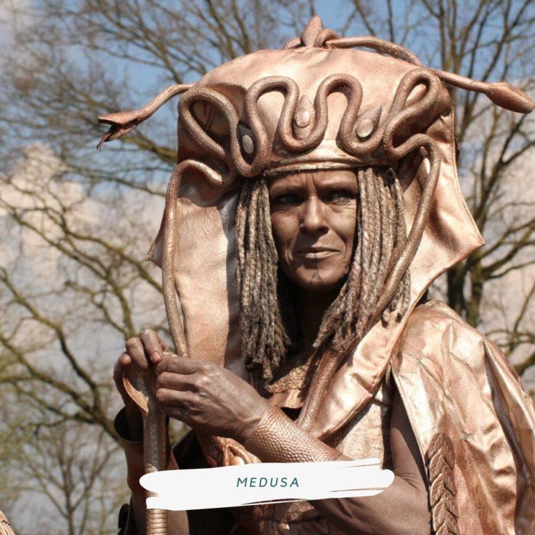 levend standbeeld griekse godin medusa