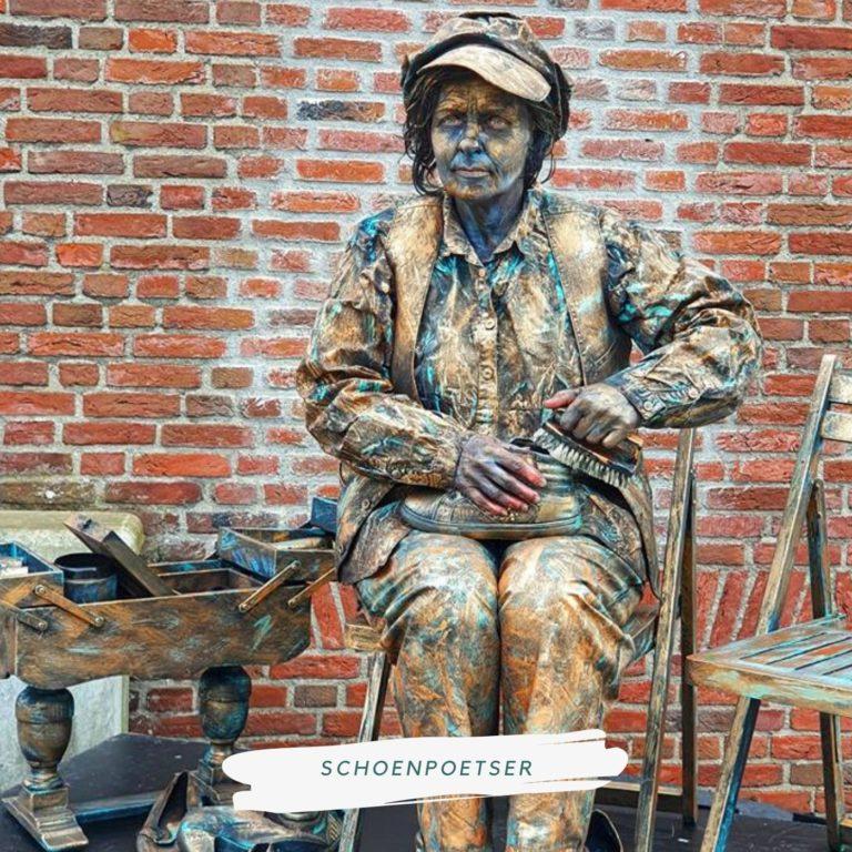 levend standbeeld schoenpoetser